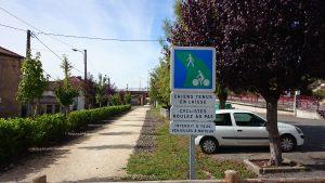 Radwegmarkierung in Fumel